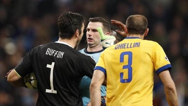 """عاجل.. تقرير الحكم يهدد بإستبعاد """"نجم الريال"""" من مباريات نصف النهائي"""