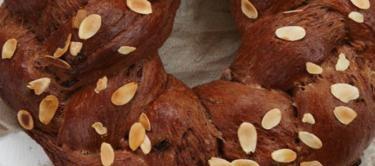 خبز شم النسيم بالشيكولاته والمكسرات