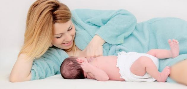 فوائد حليب الأم في الرضاعة وطرق طبيعية لزيادة