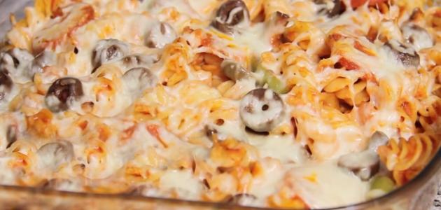 بالصور طريقة عمل بيتزا المكرونة اللذيذة 1