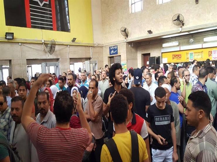عاجل| الشرطة تحتجز بعض المواطنين الغاضبين من رفع تذاكر المترو