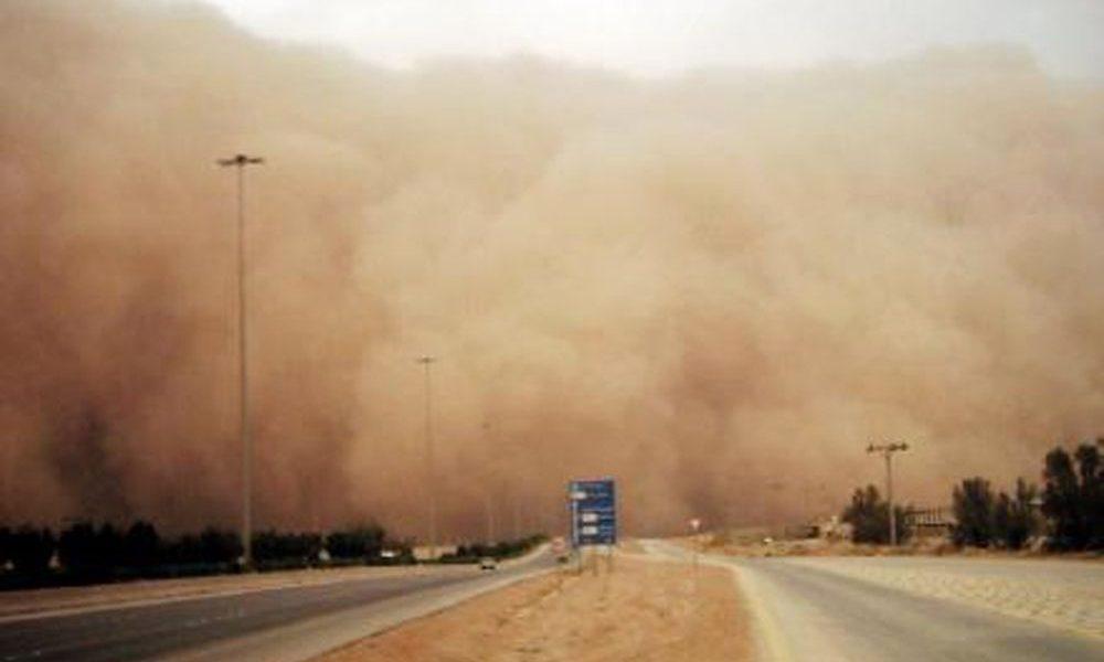 بالصور.. العاصفة الترابية تضرب أولى المحافظات وتوقعات بوصولها إلى محافظات أخرى بعد قليل