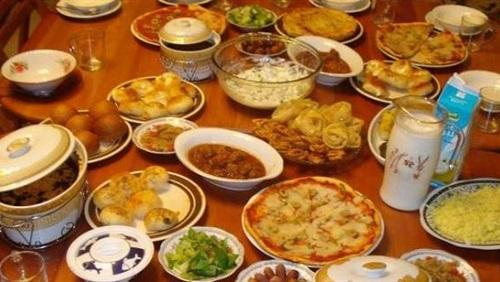 تعرف على أهم 7 نصائح غذائية يجب الالتزام بها في السحور أول أيام رمضان لصيام صحي وبدون عطش