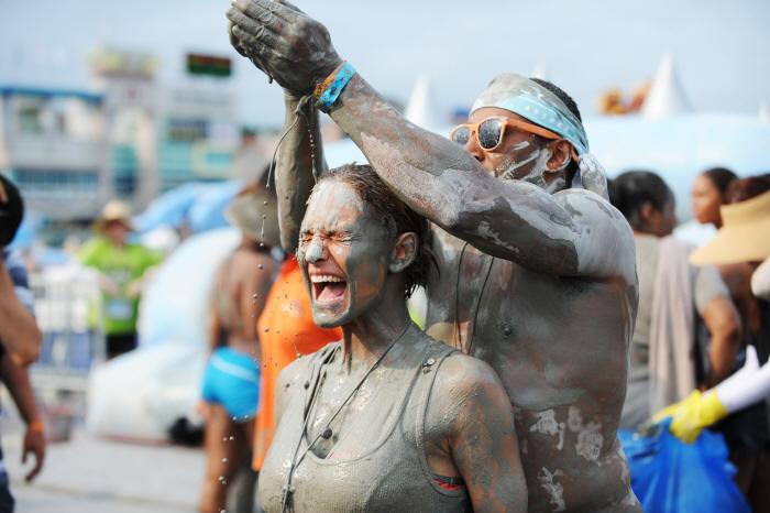 السياحة القديمة وسياحة المهرجانات ومهرجان الطين