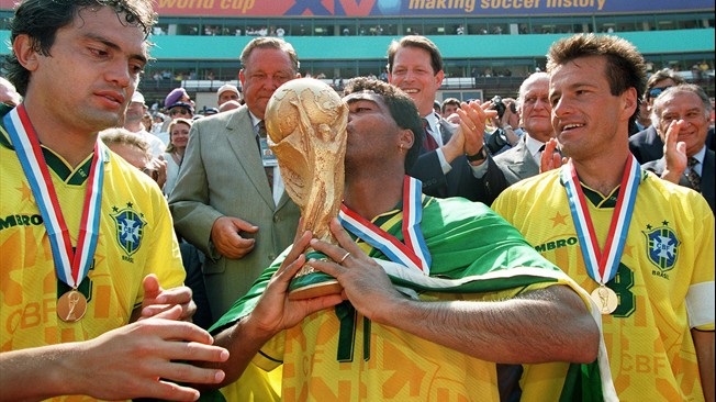 """مفاجأة.. """"أسطورة البرازيل"""" يوافق على تدريب النادي الأهلي وينتظر العرض الرسمي"""
