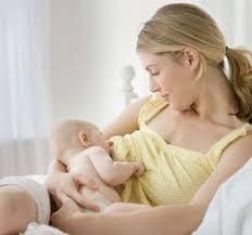تعرف علي مكونات وفوائد حليب الأم في الرضاعة