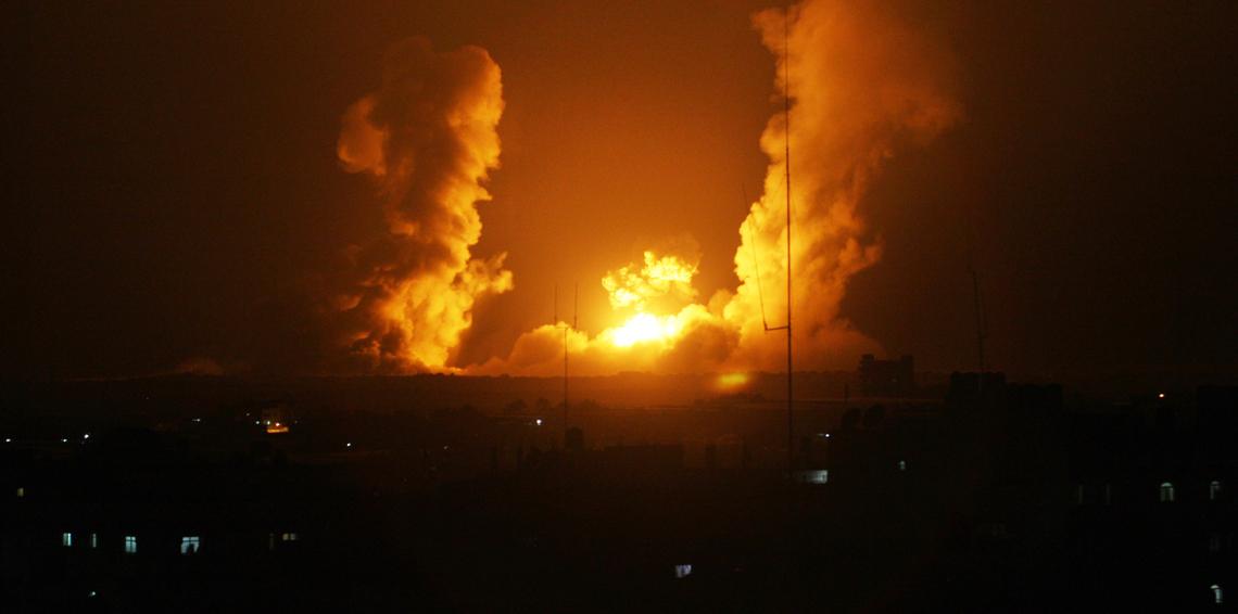 إيران تقصف إسرائيل بـ 20 صاروخ.. والأخيرة ترد بقصف عشوائي لـ سوريا