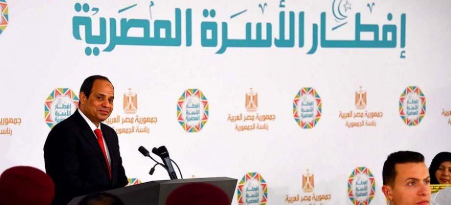 """الرئيس السيسي: """"للي عنده حل للأزمة دي يجي يمسك مكاني"""""""
