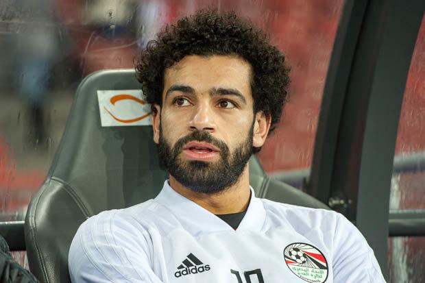 بالصور.. محمد صلاح يتناول السحور مع زملائه اللاعبين