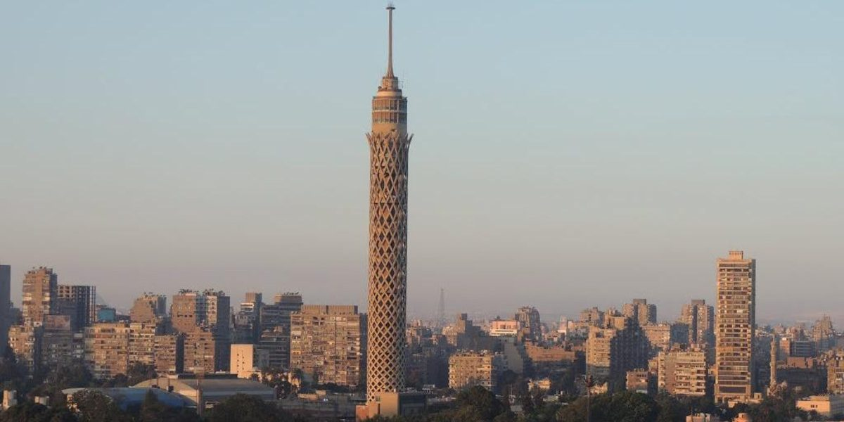 """عاجل.. تفاصيل مثيرة وراء إنتحار """"طالب ثانوي"""" من أعلى برج القاهرة !!"""