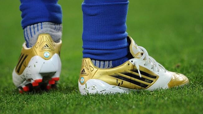 """فضيحة مدوية.. منتخب مشارك في المونديال لا يملك """"أحذية كرة قدم"""" حتى الآن ويطالب بتدخل الفيفا !!"""