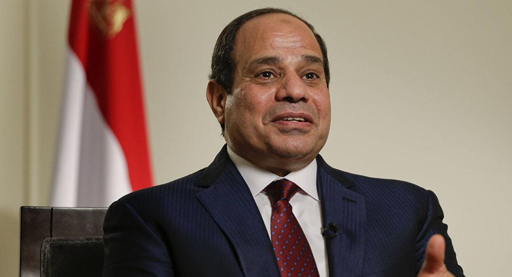 """الرئيس السيسي: """"للي مش معاه فلوس يقول.. وأحنا هندفعله"""""""