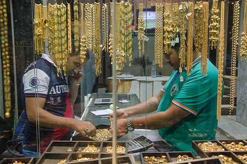 عاجل| الذهب يواصل انهياره التاريخي والجرام الواحد يفقد 12 جنيهًا دفعة واحد جديدة خلال أسبوع.. ومفاجأة جديدة في الطريق
