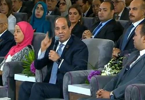 ماذا قال الرئيس «السيسي» للطالبة منه عطا الله أثناء تكريمها اليوم