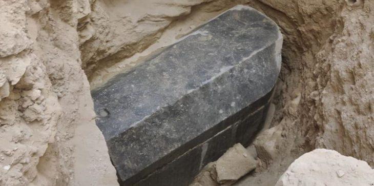 الآثار تكشف تفاصيل محتويات التابوت الأثري الضخم بالاسكندرية وتنفي ارتباطه بأي لعنة