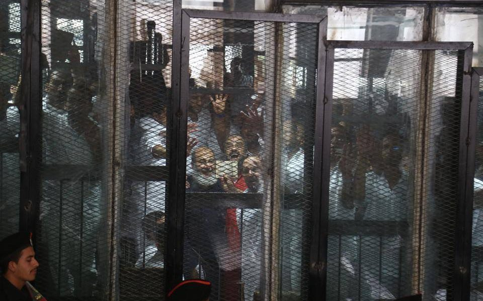 """إحالة 75 من قيادات الإخوان لمفتي الجمهورية بـ """"قضية فض رابعة"""""""