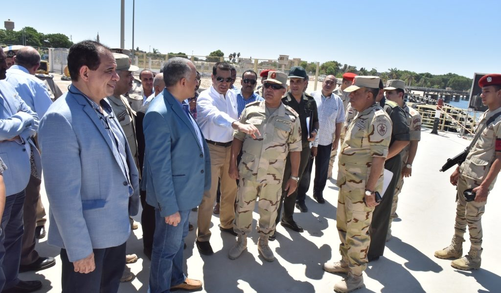 وزير الري يتفقد القناطر الجديدة بأسيوط قبل أن يفتتحها الرئيس عبدالفتاح السيسي