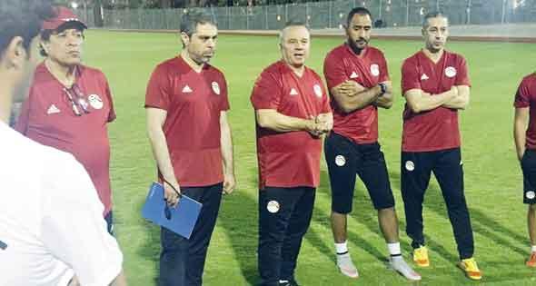 شوقي غريب يُعلن عن تشكيل المنتخب المصري اليوم أمام جنوب أفريقيا.. وأهم القنوات المجانية الناقلة للمباراة