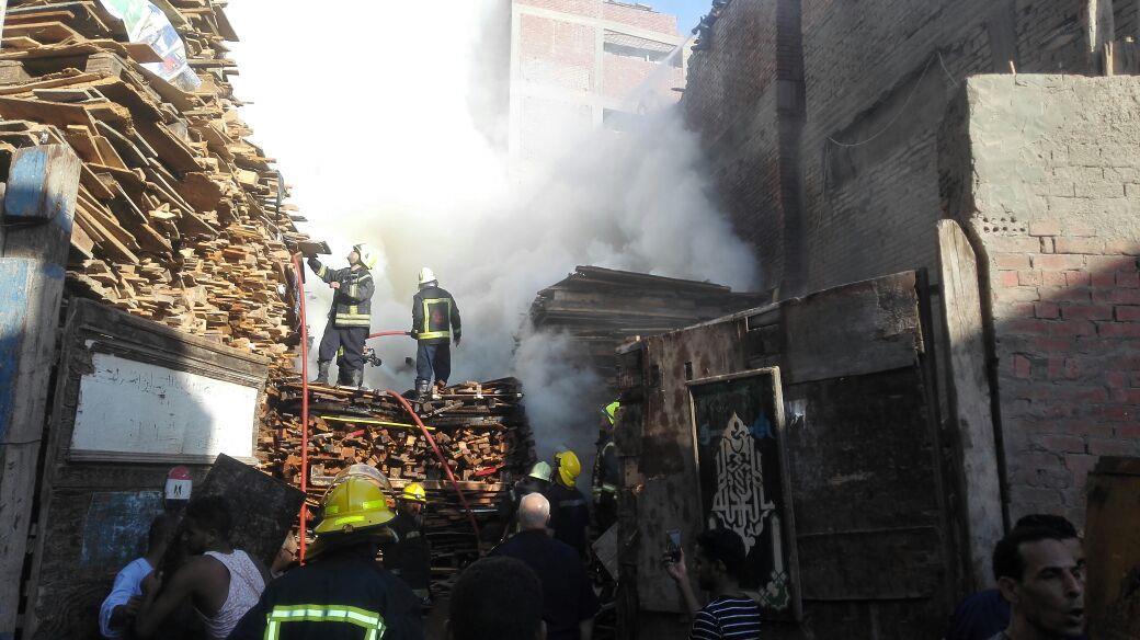 """""""حريق هائل"""" يضرب القاهرة منذ قليل.. والحماية المدنية تدفع بـ 60 رجل مطافئ لإنقاذ الموقف"""