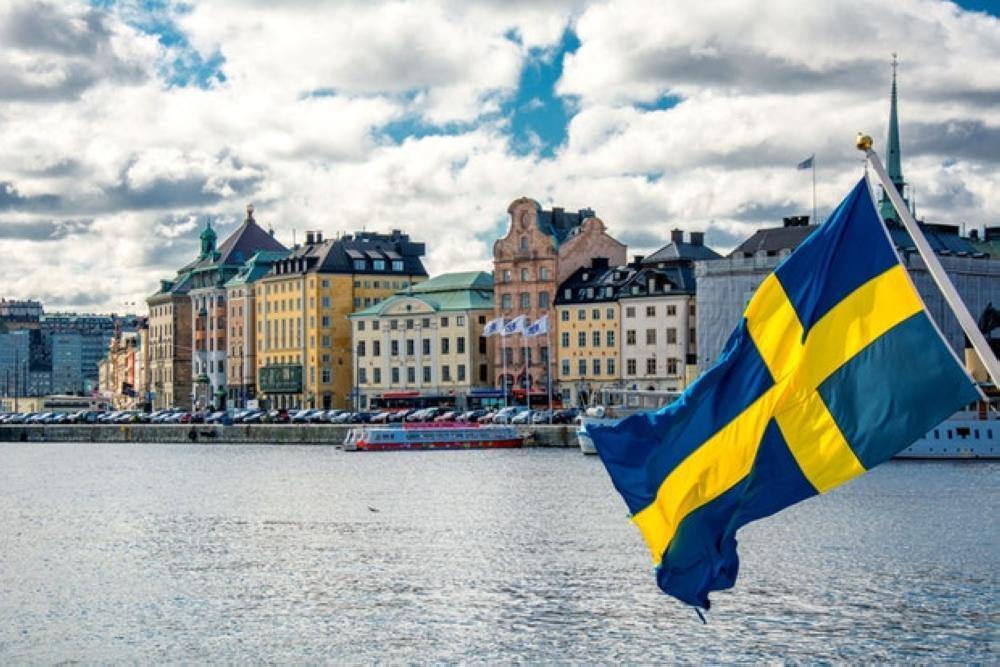 حكم غير مسبوق لمحكمة سويدية بتعويض فتاة مسلمة رفضت المصافحة بمقابلة توظيف