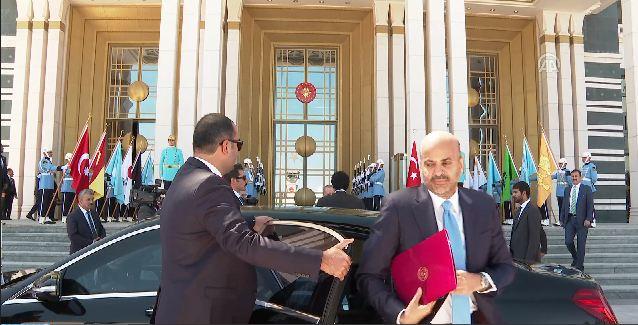 تساؤلات ولغز داخل «ملف أحمر» يحمله تميم لـ أردوغان «وساطة أم أموال».. صور