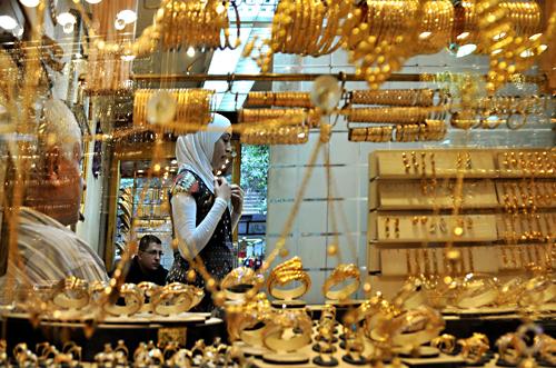 الجرام فقد 60 جنيه خلال الشهر الحالي .. ننشر سعر الذهب الآن في السوق المصري