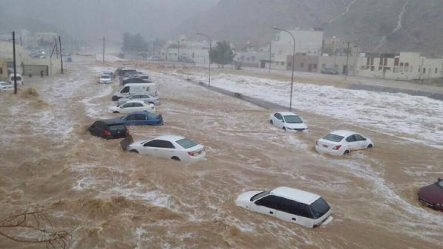الأرصاد الجوية تحذر المواطنين من سقوط أمطار وسيول خلال الأيام القادمة