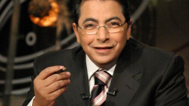 بالفيديو.. الإعلامي محمود سعد يقوم بتصرف غير متوقع أثناء تصوير أحد حلقات برنامجه