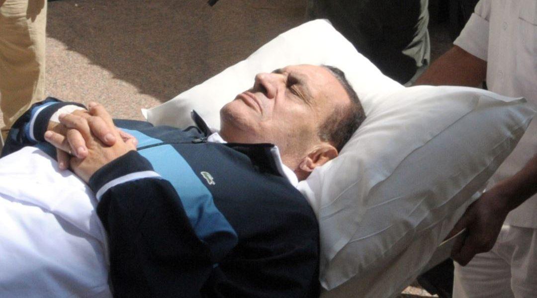 شاهد| النشطاء يتداولون صورة حديثة للرئيس السابق «حسني مبارك» وتظهر عليه علامات الشيخوخة