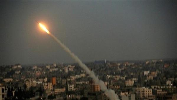 """""""إسرائيل تحت القصف"""".. سقوط 80 صاروخ على تل أبيب منذ قليل وحكومة الإحتلال تعلن حالة الطوارئ"""