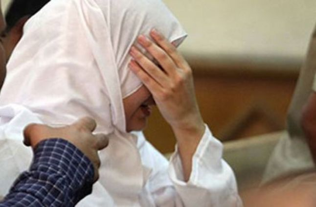 """عروس تطعن زوجها بعد """"3 أيام جواز"""".. وتؤكد: """"عملت كده عشان أدافع عن نفسي"""" !"""