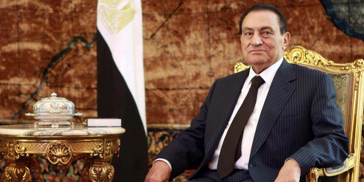 """""""يكره الحديث عن أولاده وزوجته"""".. مفيد فوزي يروي تفاصيل تنشر لأول مرة عن حياة حسني مبارك"""
