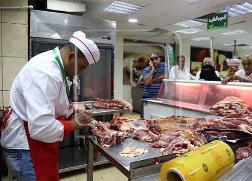 بعد الزيادة المفاجئة| تعرف على أسعار اللحوم والدواجن بالمجمعات الاستهلاكية.. ووزير التموين: قرار الزيادة تأخر شهرين لهذا السبب