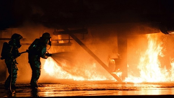 شاهد.. اللحظات الأولى لحريق العباسية والنيران تحتجز عدد من الأشخاص