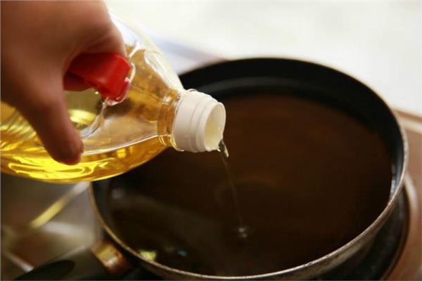خبير تغذية يحذر من مخاطر تكرار القلي في نفس الزيت أكثر من مرة.. و7 نصائح لتجنب أضراره البالغة التي تسبب السرطان
