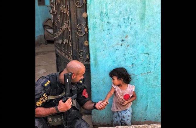 عندما غلبت الإنسانية الميري.. قصة طفلة تاجر المخدرات وضابط الشرطة