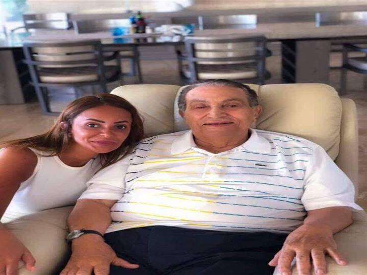 صاحبة الصورة مع مبارك تفجر الكثير من المفاجأت في أول رد لها: هو أمر صادم في الحقيقة وأود الاعتذار