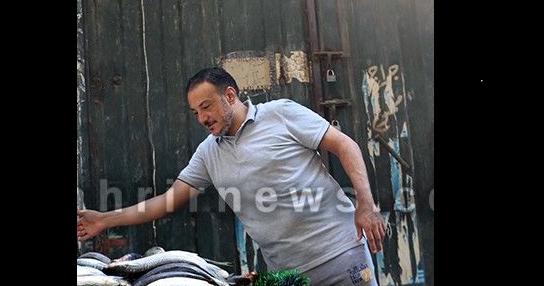 """مفاجأة.. """"داعية إسلامي"""" شهير يعلن إعتزاله الدعوة.. ويبدأ في بيع الأسماك بسوق السيدة زينب !!"""