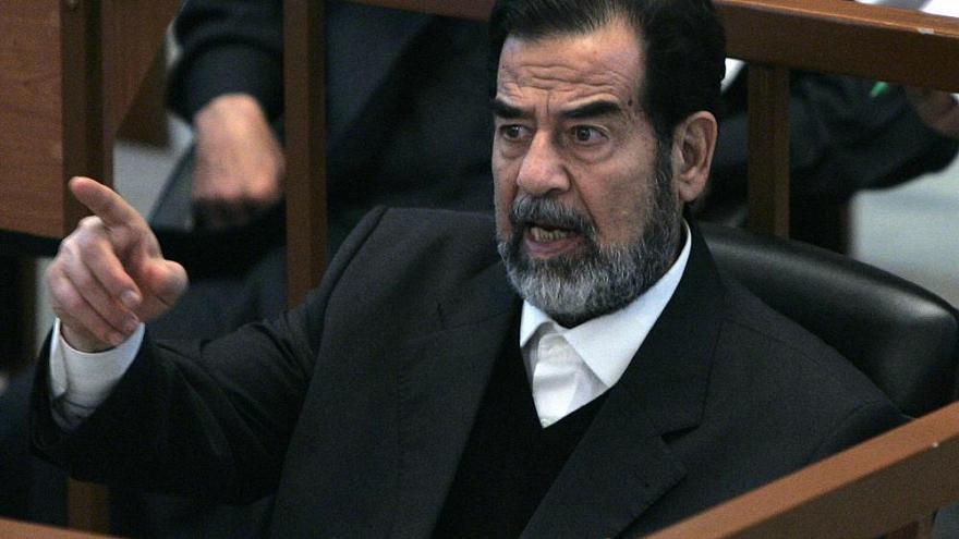 """مفاجأة.. لأول مرة الكشف عن """"رسالة غامضة"""" كتبها صدام حسين في لحظاته الأخيرة"""