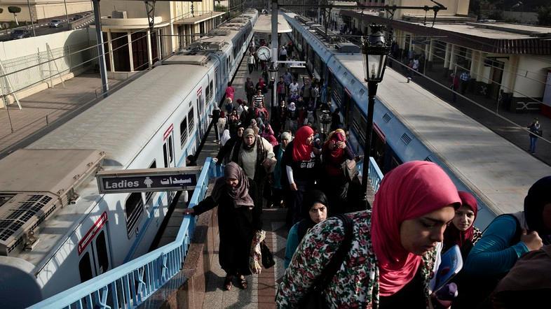 """صباح الأثنين.. قرار عاجل من """"هيئة المترو"""" يصدم المواطنين.. ومشادات بين الركاب والموظفين !!"""