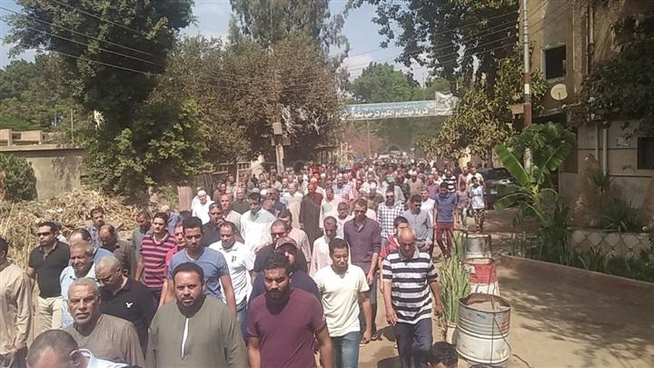 عاجل.. تشييع جنازة شقيقة الرئيس الأسبق في المنوفية بمشاركة مئات المواطنين