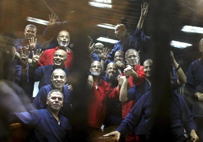 """عاجل.. حكم تاريخي ونهائي ضد """"قيادات الإخوان"""" في قضية فض رابعة منذ لحظات"""