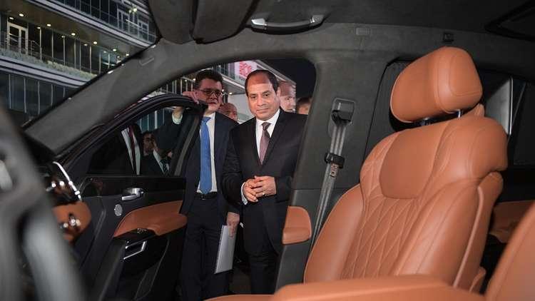 بالصور الرئيس عبد الفتاح السيسي يركب سيارة بوتين الجديدة على حلبة فورمولا -1 الروسي