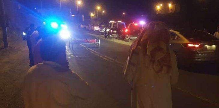 بالصور حادثة غريبة.. جثة مربوطة في سرير وسط شارع عام تثير ذعر المواطنين