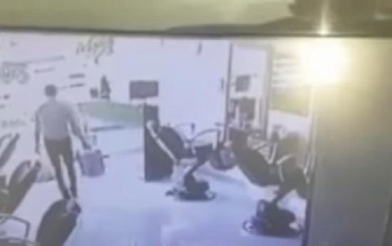 """بالتفاصيل.. """"حرامي"""" يسرق 15 ألف جنيه من محل بالمعادي.. ويتوفى داخل المحل """"فيديو""""!!"""