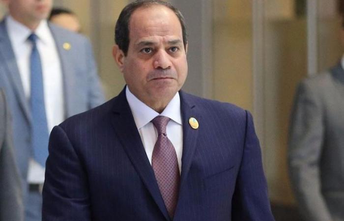 عاجل.. الموت يفجع رئيس وزراء مصر الأسبق.. والرئيس السيسي في مقدمة المتواجدين بالعزاء !