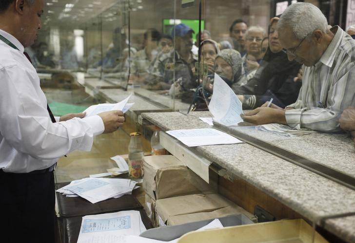 """عاجل.. بيان المالية يكشف حقيقة فرض ضرائب على """"حسابات المواطنين"""" في البنوك"""