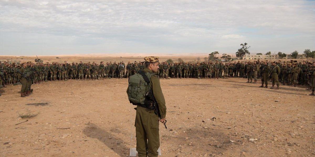 إسرائيل تحشد قواتها على الحدود المصرية بعد أخبار ما استولت عليه الجماعات المسلحة في سيناء وذعر وقلق كبير