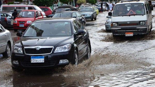 بالفيديو والصور| أمطار غزيرة تضرب الإسكندرية منذ قليل.. وقرار عاجل من المحافظ