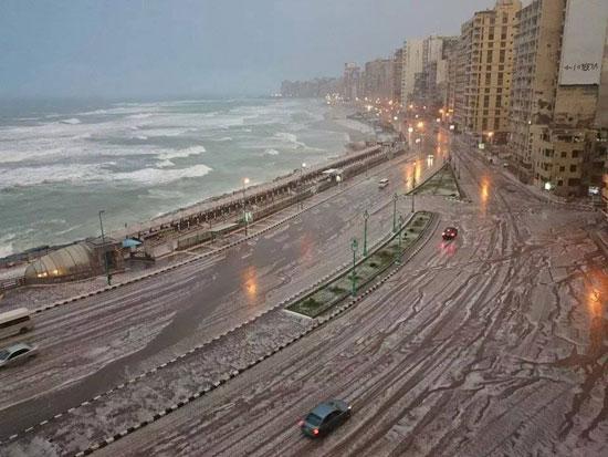 عاجل بالفيديو| الأرصاد الجوية: «انخفاض درجات الحرارة وسقوط أمطار على الوجه البحري والقاهرة وعدد من تلك المناطق غداً»